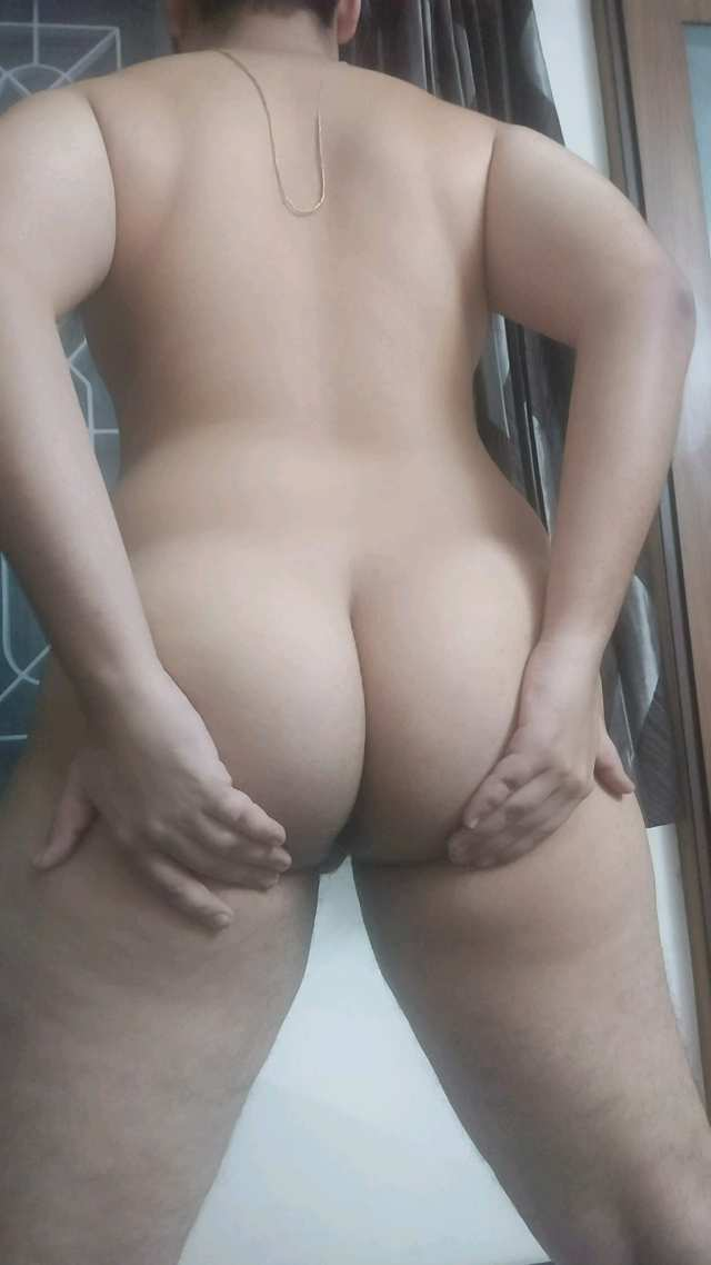 Naked chubby bottom exposing bubble butt
