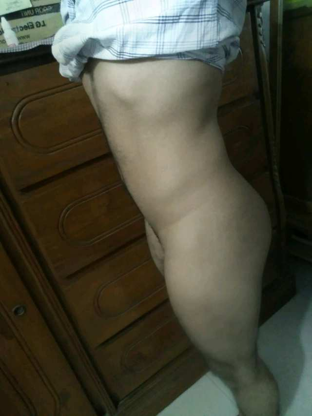 Indian Gay Porn: Sexy desi bottom twink showing off his hot ass and thighs