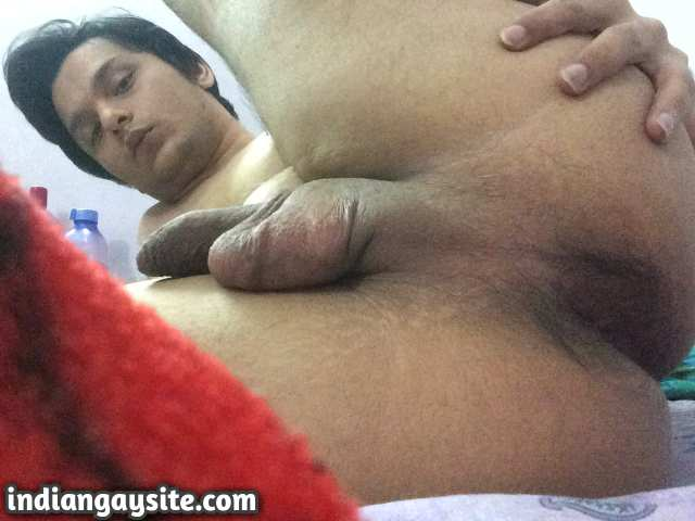 Indian Gay Porn: Slutty desi crossdresser from Delhi showing off his hot and sexy body
