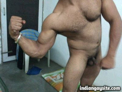 Indian Gay Porn: Sexy desi muscular hunk flexing naked and posing for nude shots