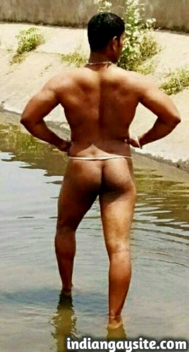 Indian Gay Porn: Sexy desi hunk bathing and flexing naked in a pond