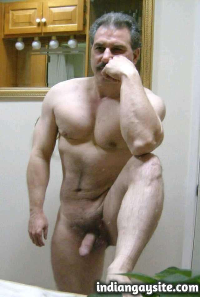 Pakistani Gay Porn: Sexy Paki daddy admiring his naked hunky body in the mirror