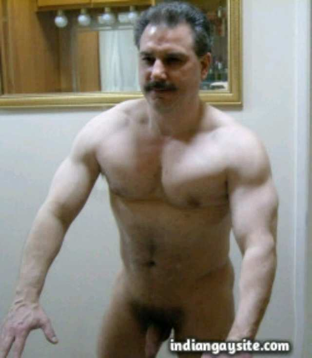 Nude Daddy Porn - Pakistani Gay Porn: Sexy Paki daddy admiring his naked hunky body in the  mirror - Indian Gay Site