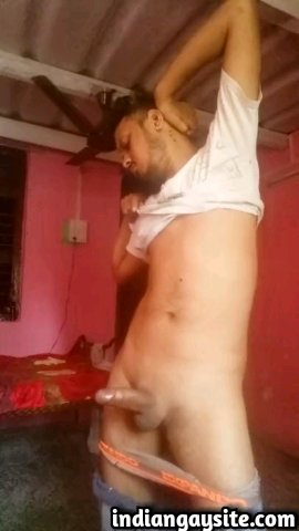 Indian gay video of a sexy desi hunk masturbating his big dick and teasing you with it