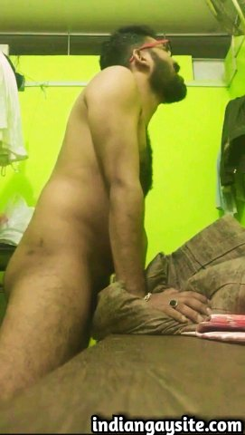 Indian gay video of a sexy desi hunk fucking and cumming in a banana peel