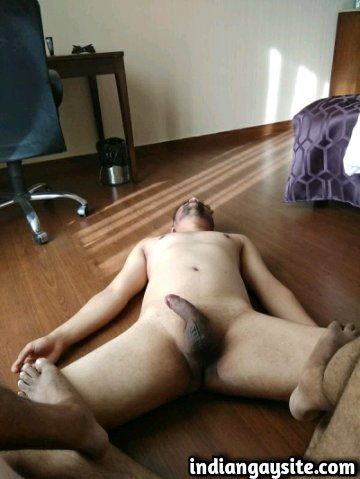 Indian Gay Porn: Sexy desi bottom being a slave for a dominating fucker