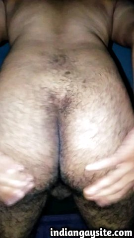 Indian gay video of a horny versatile guy playing with his ass on cam and looking for a top fucker