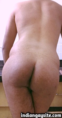 Indian Gay Porn: Sexy desi bottom in a hot strip show of his bubbly round butt