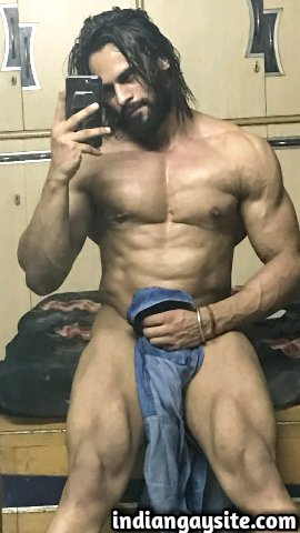 Indian Gay Porn: Sexy desi hunk showing off his hot and muscular naked body and teasing you