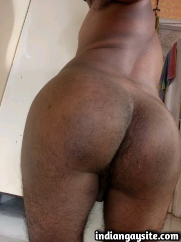Indian Gay Porn: Slutty 30 year old bottom exposing his hot butt in slutty poses