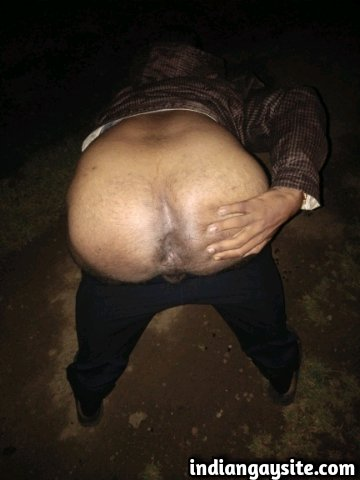 Indian Gay Porn: Sexy and slutty desi bottom exposing his naked body and hot butt out in the open