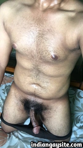 Indian Gay Porn: Sexy and horny desi top from Banglore exposing his big cock naked