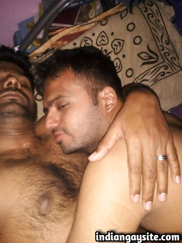 Indian Gay Porn: Sexy desi cock sucker blowing a big cock on the Diwali night