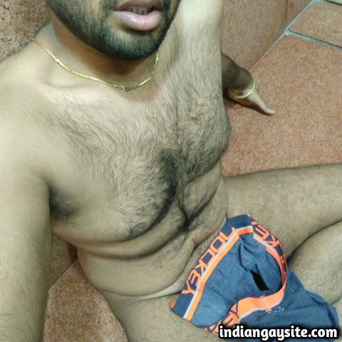 Indian Gay Porn: Horny and slutty bottom from Hyderabad posting his hot naked pics