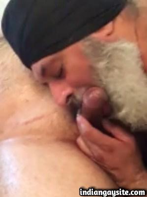Amateur gay sex video of sardar daddy blowing cock
