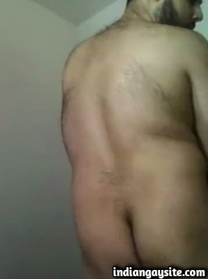 Desi gay video of a horny chubby guy showing butt