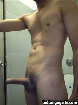 Sexy desi hunk exposes naked body in public toilet