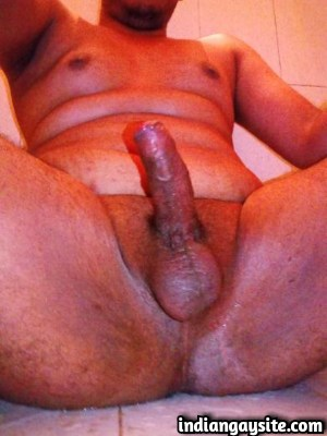 Gay mallu hunk showing off sexy chubby naked body