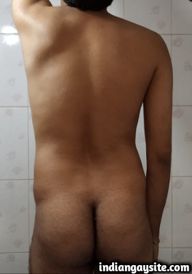 Naked desi hunk exposing uncut cock & bubble butt