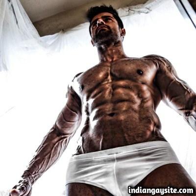 Naked desi model Ashwani Duhan exposing hot body