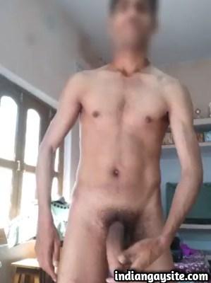 Desi gay video of naked hunk wanking big fat cock