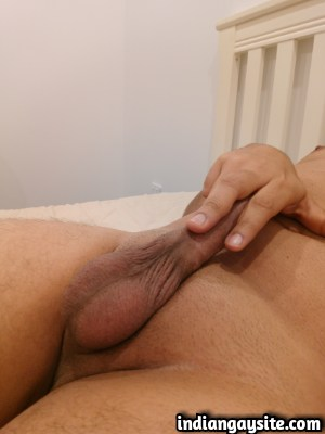 Desi Gay Hunk Exposes his Amazing Smooth Nude Body