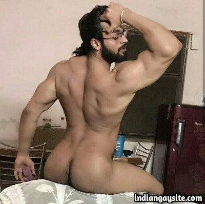 Desi Muscular Hunk Shows Hot & Sexy Bubble Butt