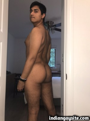 Indian Gay Porn feat. Naked & Horny Bottom Twink