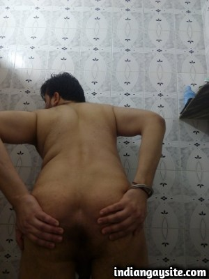 Naked Indian Hunk from Delhi Bares Hot & Sexy Body