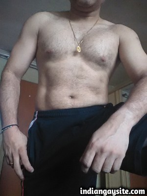Naked Indian Hunk Exposes Hot Body Completely Bare