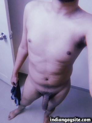 Lund Pics of Delhi Boy's Thick & Uncut Cock