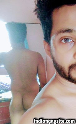 Sexy Indian Hunk Exposes his Bubbly Butt