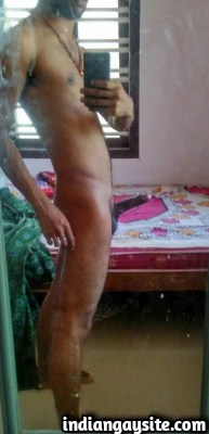 Sexy Indian Hunk Poses & Clicks Naked in Mirror