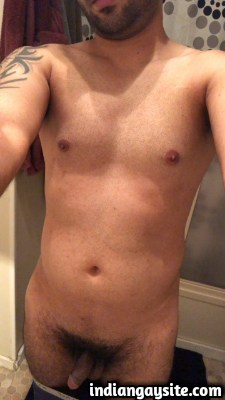 Naked Pakistani Guy Shows his Sexy Smooth Body