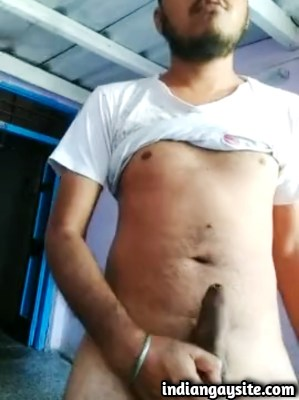 Desi Gay Porn Video of Young Guy Stripping Naked