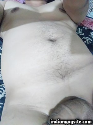 Indian Gay Porn Pics of a Horny Hunk's Smooth Sexy Body