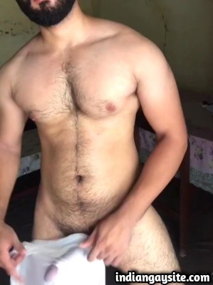 Desi Gay Porn Video of Pakistani Hunk's Teasing Wank