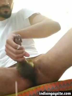 Desi Gay Porn Video of Twink Cumming Wildly