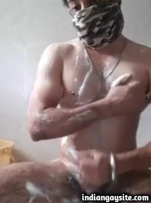 Horny Sardar Cumming in Indian Gay Video