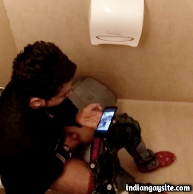 Indian Gay Video of Horny Guy Caught Jerking in Toilet
