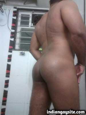 Indian Gay Porn Pics feat. Naked Muscular Bottom