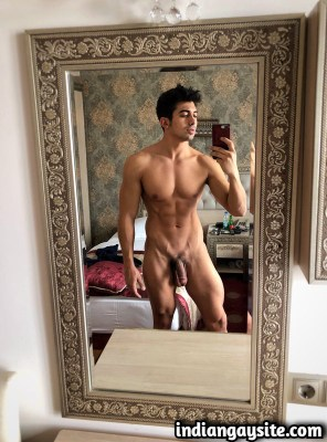 Indian Gay Porn Pics of a Hot Naked Hunk in Mirror