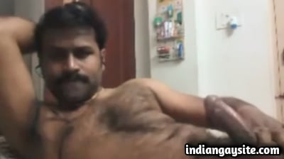 Indian Gay Video of Hairy Mature Bear Jerking Off