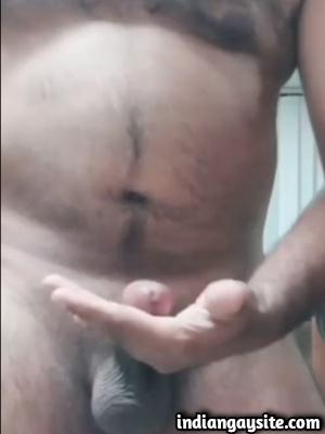Pakistani Gay Video of Horny Daddy Cumming Hard
