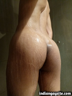 Naked Indian Twink Shows Hot Wet Ass while Showering