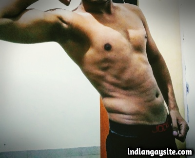 Sexy Indian Hunk Shows Big Bulge in Hot Boxers