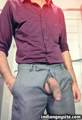 Hot Indian Hunk Shows Big & Hard Uncut Lund