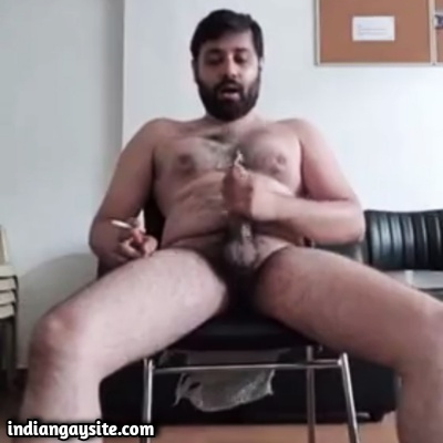 Desi Gay Video of Sexy Daddy Shooting Load