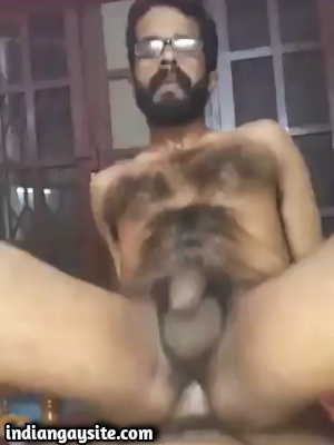 Mallu Bottom Riding Dick Bare in Indian Gay Sex Video