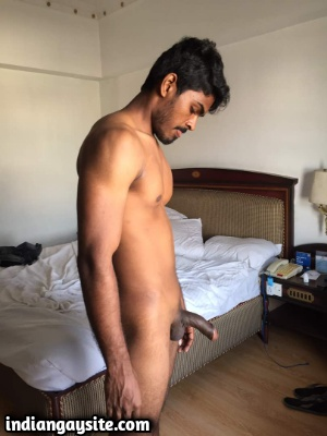 Sexy Indian Hunk Exposing Smooth Body Bare